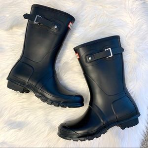 Like New Hunter Original Short Black Rain Boots 9